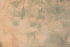 Sprucken och för skalningsmålarfärg gammal för vägg bakgrund arkivfoto