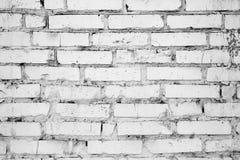 Sprucken okysk vägg för vit tegelsten, bakgrund, textur arkivfoton