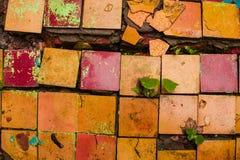 Sprucken retro textur för bakgrund för tegelplattagolv Arkivbilder