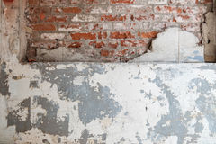 sprucken vägg för tegelsten Arkivfoto
