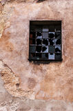 Sprucken vägg och brutet fönster Royaltyfri Fotografi