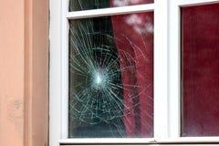 sprucket fönster arkivbild