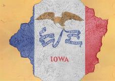 Sprucket hål med för Iowa för USA-stat abstrakt begrepp flagga i fasadstruktur Royaltyfria Foton