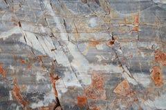 Sprucket ridit ut forntida marmorkvarter texturerad bakgrundssten royaltyfria bilder