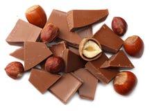 spruckna sötsaker för chokladgodisar med muttrar som isoleras på bästa sikt för vit bakgrund Fotografering för Bildbyråer