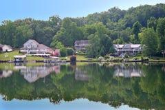 Sprudelnde See-Häuser Stockfotografie