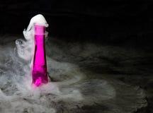 Sprudelnder rosa Trank lizenzfreie stockfotografie
