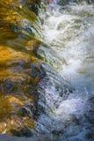 Sprudelndes Wasser Stockfotografie