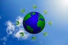 Spruiten die rond bol op vage blauwe hemelachtergrond groeien met zonstraal Royalty-vrije Stock Afbeelding