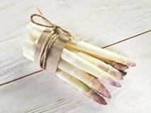 Spruiten van witte asperge stock foto's