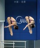 Sprungbrett 3m der Frauen Synchro- Stockbilder