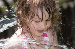 spruta vatten Arkivfoton