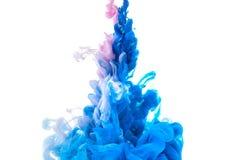 Spruzzata astratta della pittura isolata sull'inchiostro colourful di immagine di sfondo bianca immagine stock libera da diritti