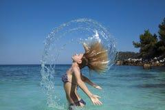 Spruzzata bagnata dei capelli Fotografie Stock Libere da Diritti