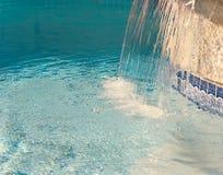 Spruzzata blu dalla stazione termale Fotografie Stock Libere da Diritti