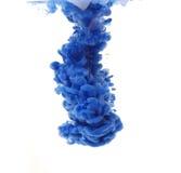 Spruzzata blu della vernice in acqua Fotografia Stock Libera da Diritti