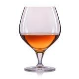 Spruzzata del cognac in vetro su fondo bianco Fotografie Stock Libere da Diritti