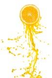 Spruzzata del succo di arancia Fotografie Stock Libere da Diritti