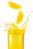 Spruzzata del succo di arancia Immagini Stock