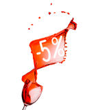 Spruzzata del vino rosso.  Sconto di vendita di cinque per cento. Isolato su bianco Fotografia Stock Libera da Diritti