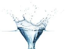 Spruzzata dell'acqua blu isolata su priorità bassa bianca Fotografia Stock