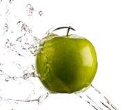 Spruzzata dell'acqua del Apple Immagini Stock Libere da Diritti