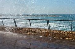 Spruzzata dell'acqua e passeggiata sdrucciolevole Fotografie Stock