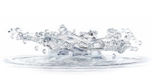 Spruzzata dell'acqua isolata su bianco. Fotografia Stock