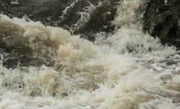 Spruzzata dell'acqua in Rocky River Fotografia Stock