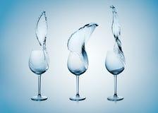 Spruzzata dell'acqua in vetro di vino immagini stock libere da diritti