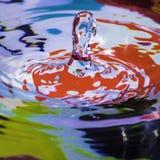 Spruzzata della goccia di acqua fotografia stock