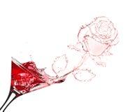 Spruzzata della rosa di colore rosso da martini Fotografia Stock Libera da Diritti