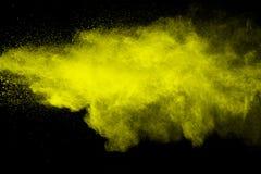 Spruzzata gialla della polvere di colore Immagini Stock Libere da Diritti