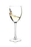 Spruzzatura del vino bianco in un vetro Immagini Stock Libere da Diritti