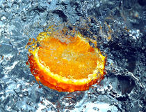 Spruzzatura dell'arancio fotografia stock