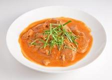 Spruzzi il pollo con le foglie Amauood del curry fotografia stock libera da diritti