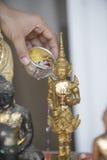 Spruzzi l'acqua su un'immagine di Buddha, fondo di stagione Fotografie Stock Libere da Diritti
