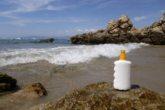 Spruzzo crema della bottiglia di Sun Immagini Stock