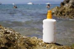 Spruzzo crema della bottiglia di Sun Immagine Stock Libera da Diritti