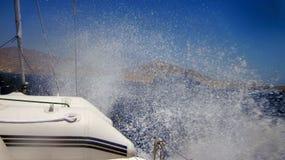Spruzzo d'acqua dalla barca immagini stock