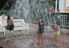 Spruzzo d'acqua della fontana, il divertimento Fotografia Stock Libera da Diritti