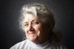 Spryt i myślący babcia portret obraz stock