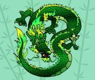 Sprytu zielony Azjatycki smok na bambusie Obrazy Royalty Free