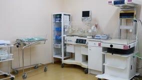 Sprzętu medycznego pojęcie położniczy dział Zawodnik bez szans pokój podtrzymywać życie z przyrządami w macierzyńskiej klinice zdjęcie wideo