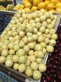Sprzeciwia się owocowego rynek obraz royalty free
