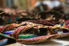 sprzedaż barwioni sandały przy afrykanina sklepem Zdjęcia Royalty Free