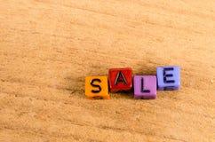Sprzedaż pisać z sześcianem Zdjęcia Stock
