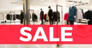 Sprzedaż sztandar z defocus mody sklepu tłem obraz stock