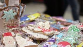 Sprzedaż wyśmienicie Bożenarodzeniowi ciastka przy dobroczynność targ handlowy, gromadzi fundusze wydarzenie zbiory