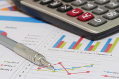 Sprzedaże i pieniężny biznesowy raport Zdjęcie Stock